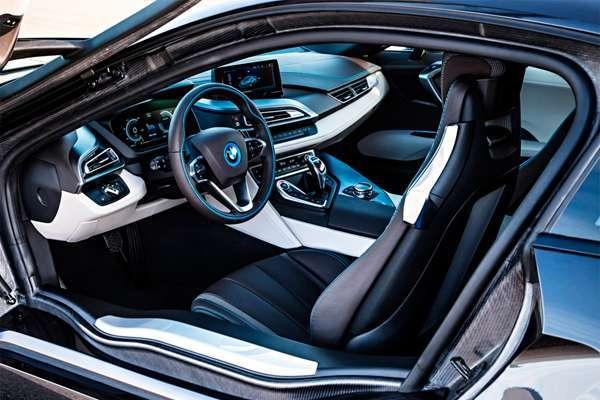 BMW i8 фото руля