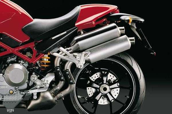 Ducati Monster S4 заднее колесо и дисковые тормоза
