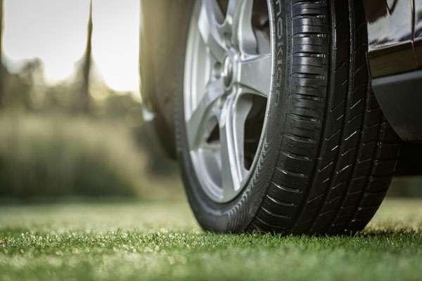 Почему шумят шины автомобиля